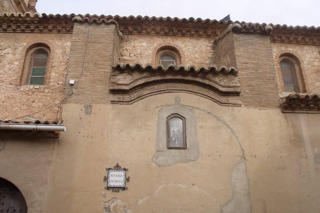 El Ayuntamiento de Mezalocha retirará un símbolo franquista tras la sugerencia del Chusticia d'Aragón