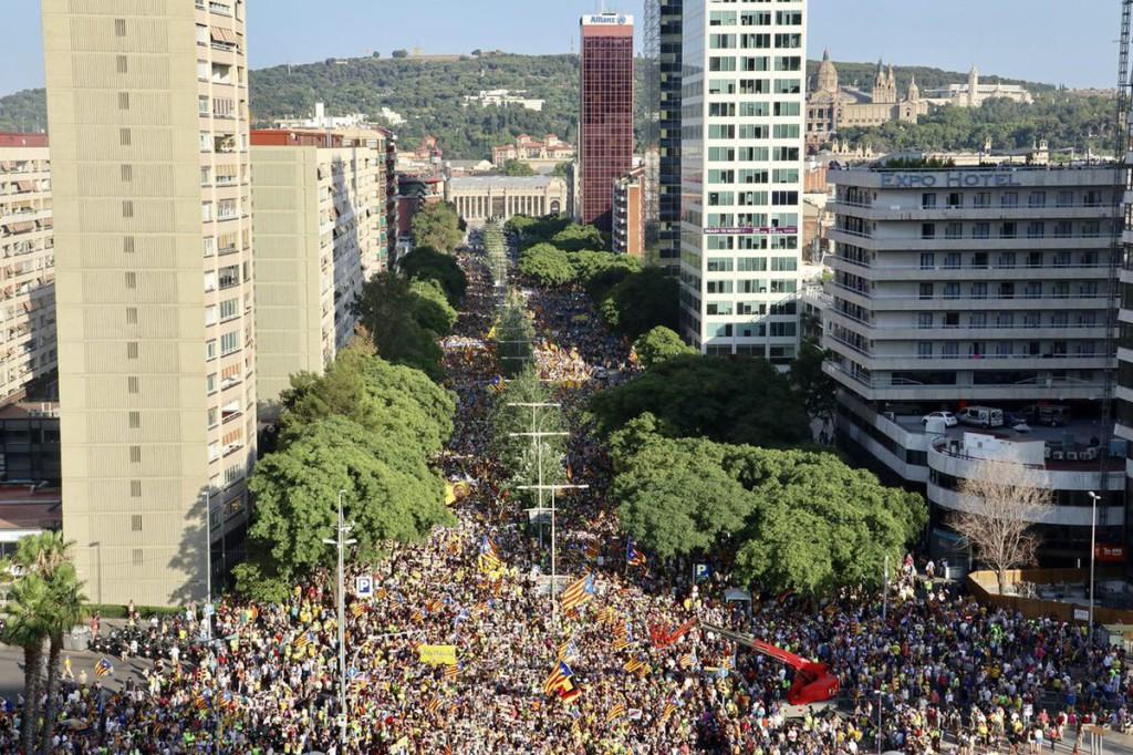 Manifestación en Barcelona por la libertad de los presos catalanes y el regreso de las personas exiliadas