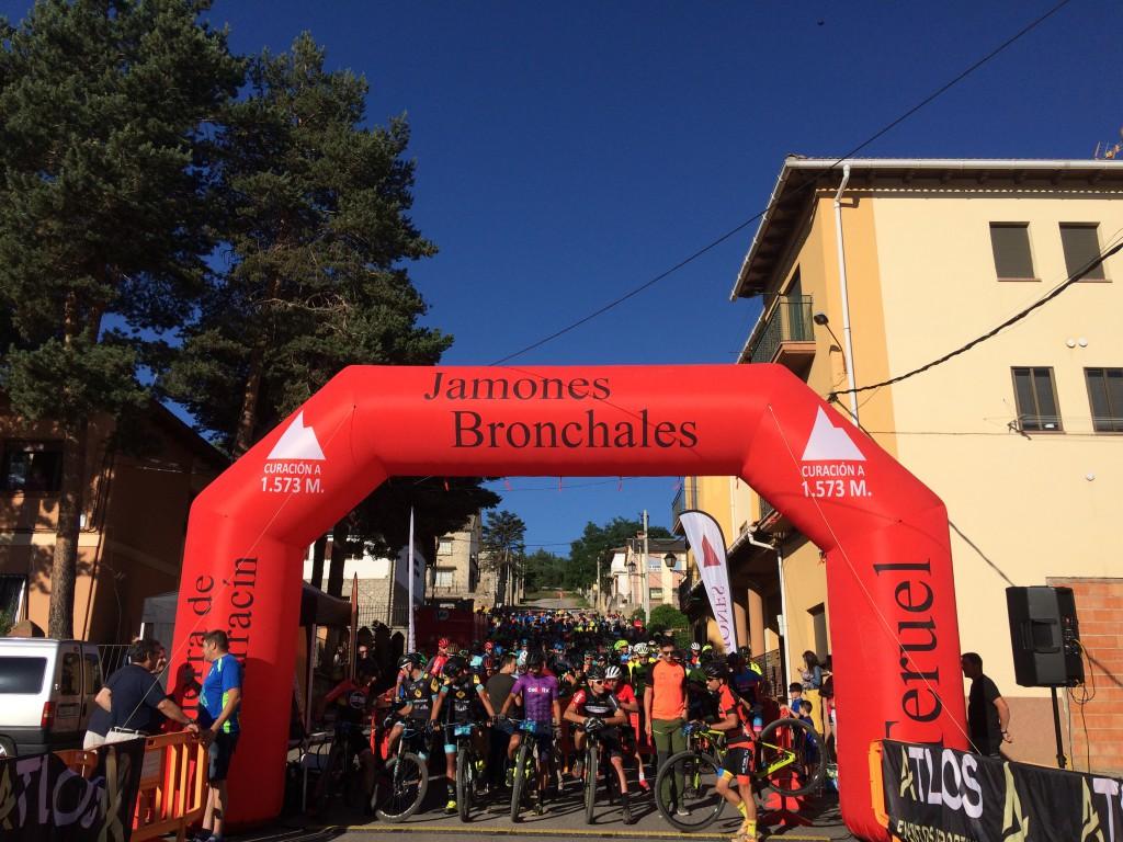 La BTT Bronchales Sierra Alta celebra un décimo aniversario multitudinario con 300 participantes