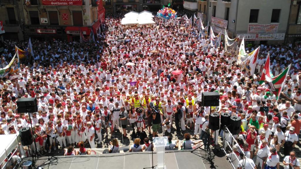 """Miles de personas piden en Iruñea """"verdad, justicia y reparación"""" en el 40 aniversario del asesinato de Germán Rodríguez y de los sucesos de Sanfermines del 78"""