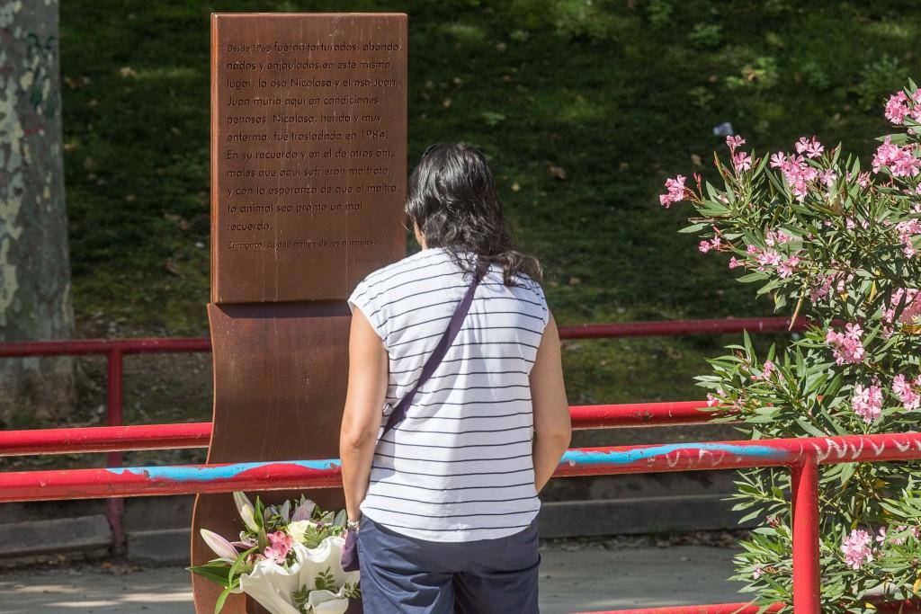 Una placa contra el maltrato animal en el Parque Bruil recordará a la osa que estuvo en una jaula durante 13 años