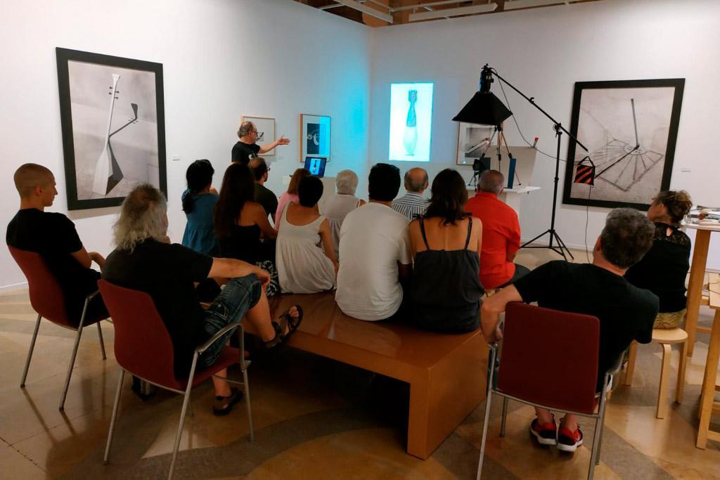 Más 7.600 personas ya han pasado por la exposición fotográfica de Chema Madoz