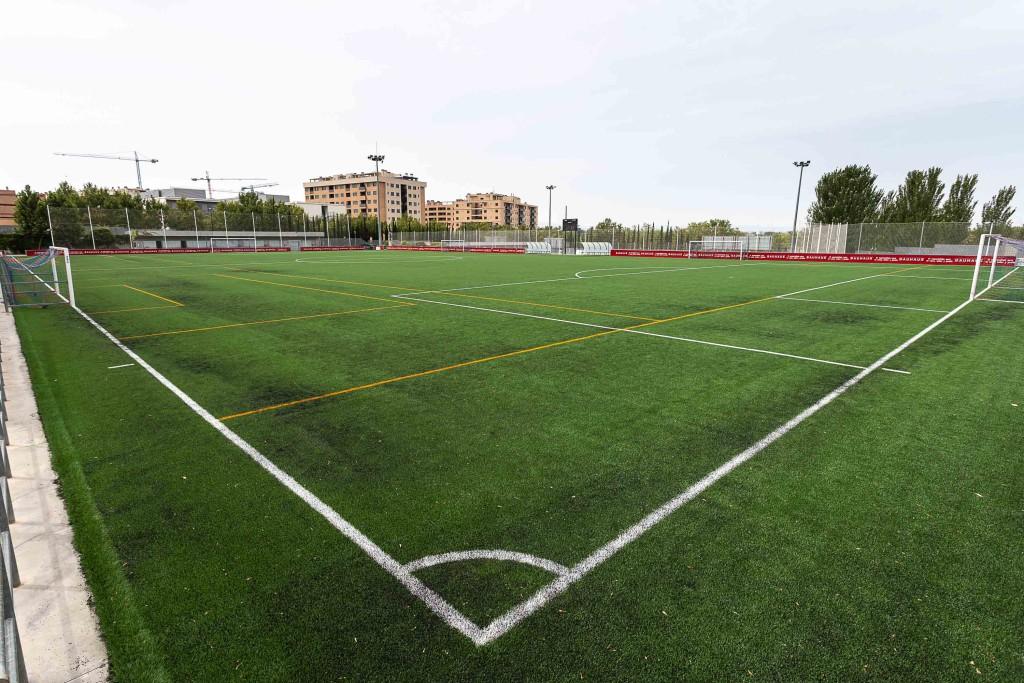 Zaragoza completa la instalaci n de c sped artificial en siete campos de f tbol municipales y - Cesped artificial zaragoza ...