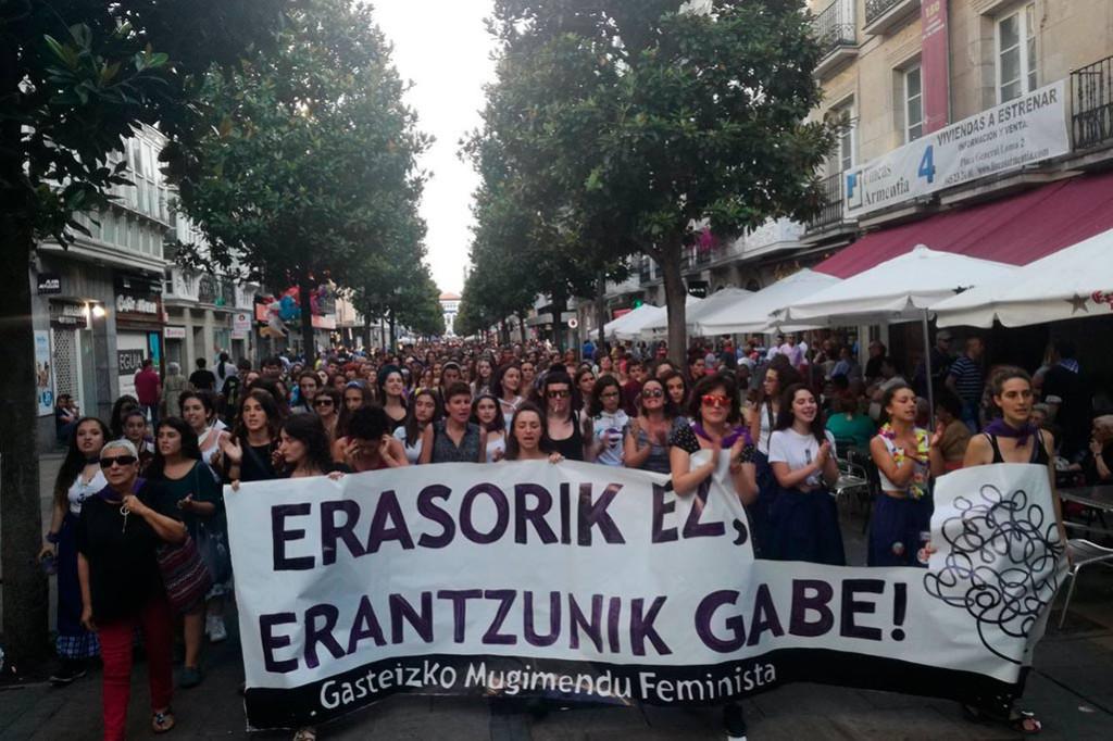Gasteiz sale a las calles para denunciar la agresión sexual de una menor durante las fiestas