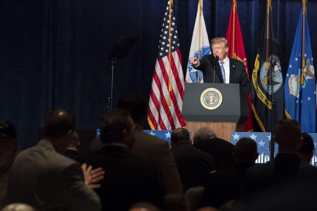 Un alto cargo del Gobierno de EEUU revela en 'The New York Times' una conjura interna para frenar a Trump