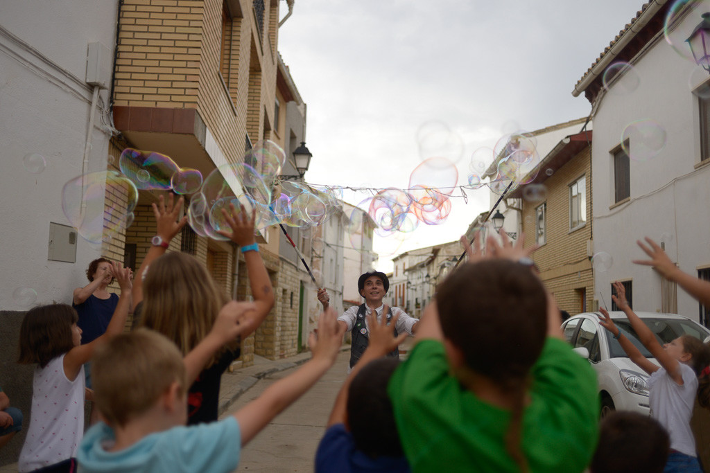 Actuaciones y juegos en las Fiestas Alternativas a los festejos taurinos en La Puebla