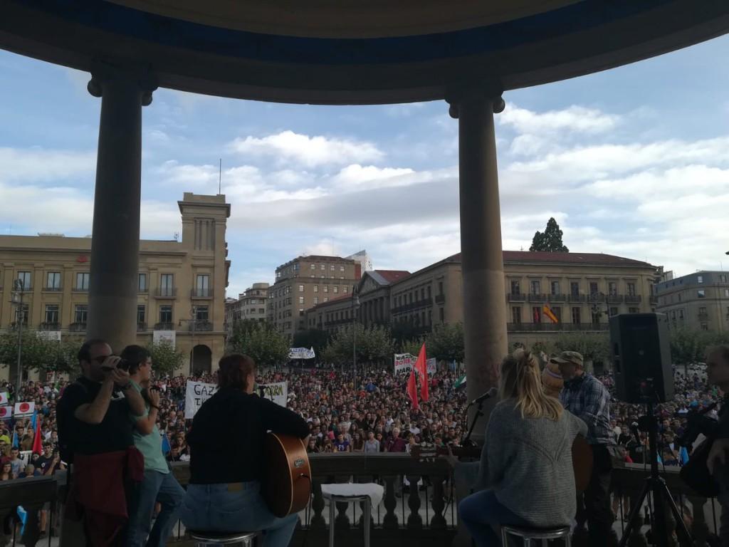 Alrededor de 2.000 personas se manifiestan en Iruñea en defensa del gaztetxe Maravillas