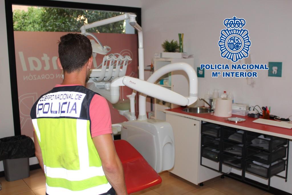 La Policía registra la sede que iDental tiene en Zaragoza para asegurar los historiales médicos y obtener indicios del presunto fraude