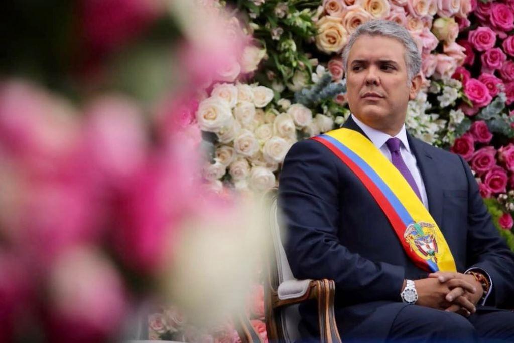 Iván Duque toma posesión del cargo de presidente de Colombia bajo la sombra de Uribe y Pastrana