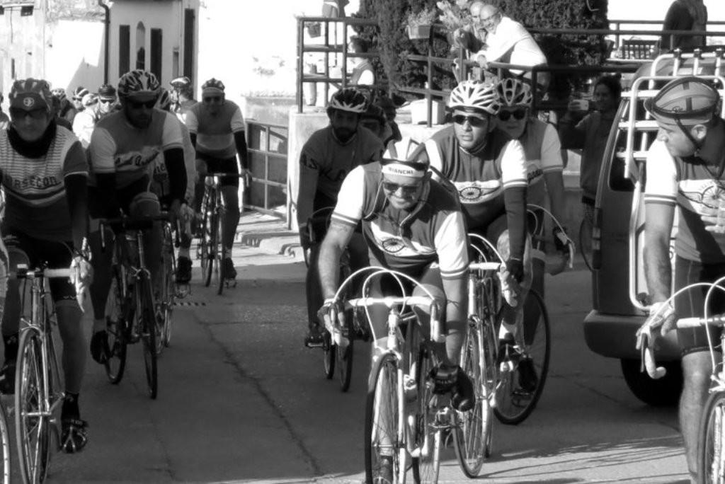 Las bicicletas clásicas vuelven a rodar por la comarca de Los Monegros