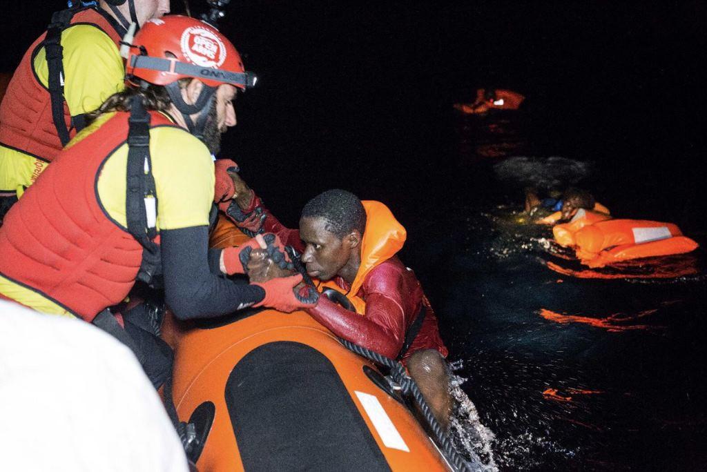 Ascienden a 160 las personas migrantes rescatadas este sábado en el Estrecho