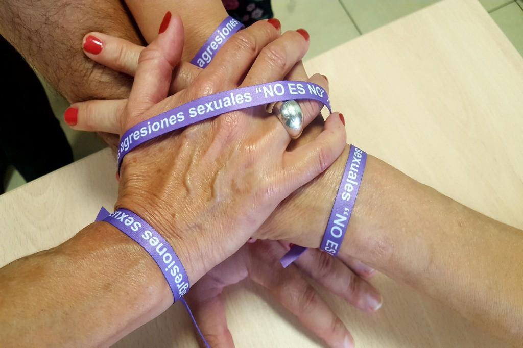 La DPZ ya ha distribuido 60.000 pulseras contra las agresiones sexuales entre los municipios de la zona