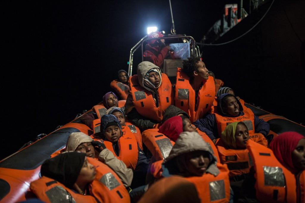 Desembarcan 138 migrantes en Catania tras cinco días de bloqueo