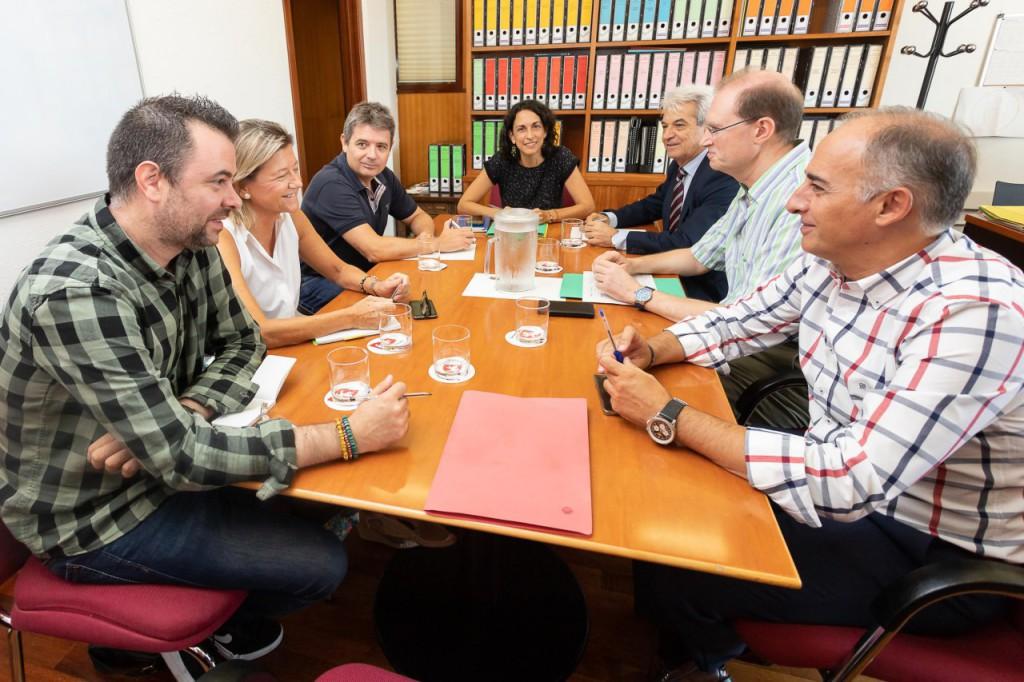 Representantes vecinales y de la Junta de Valdespartera se reúnen para prevenir afecciones por las Fiestas del Pilar en el barrio