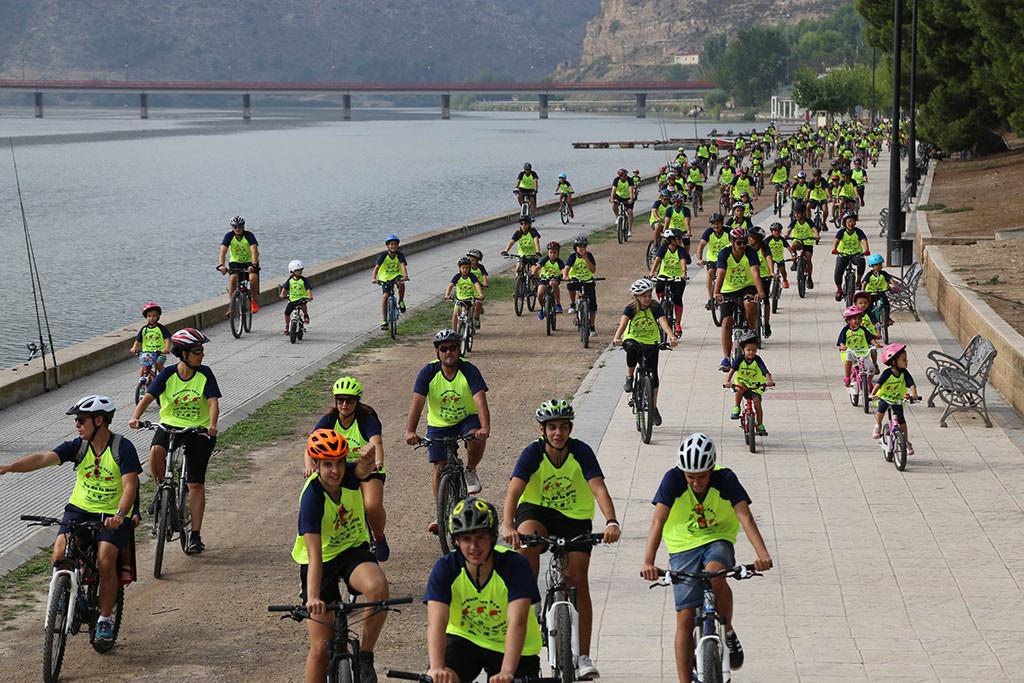 El XXII Día de la Bicicleta de Mequinensa reúne a 500 ciclistas de todas las edades