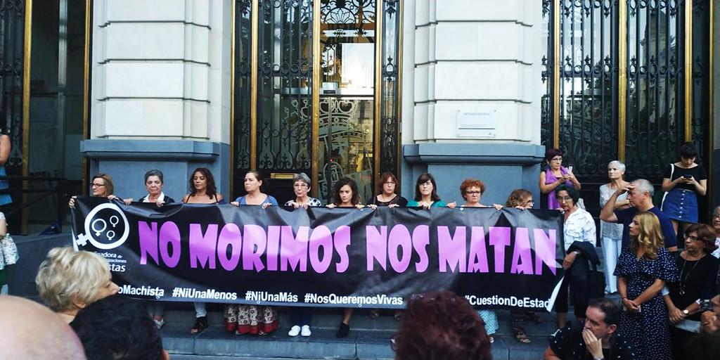 """Zaragoza muestra su repulsa por el doble feminicidio al grito de """"ni una asesinada más"""""""