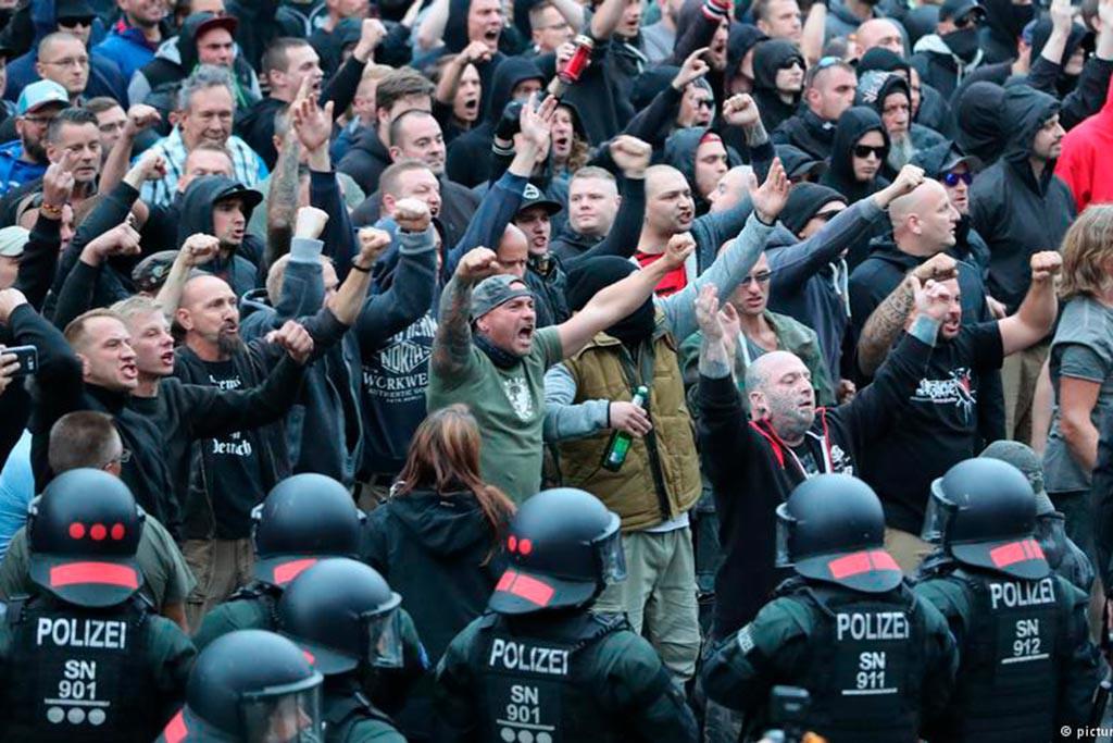La marcha neonazi de Chemnitz que no pudo acabar el recorrido deja al menos 18 personas heridas