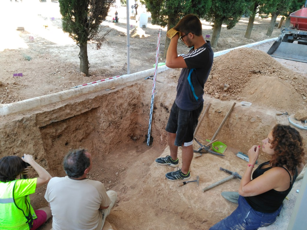 """La búsqueda de los restos de nueve personas fusiladas en el cementerio de Uesca finaliza con un balance """"agridulce"""""""