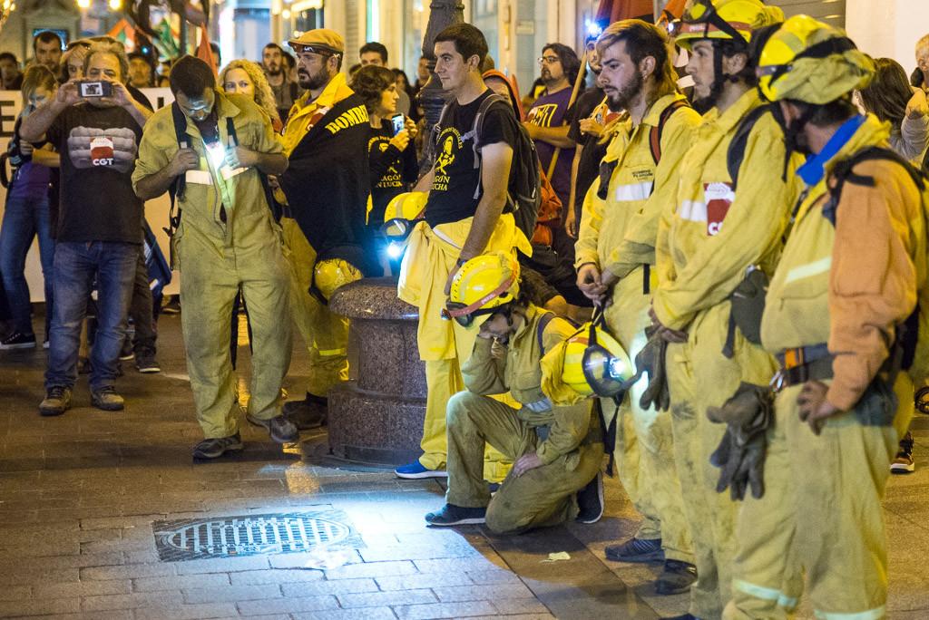 """Marcha Negra: manifestación nocturna en Zaragoza contra la """"precariedad laboral"""" en Sarga y Tragsa"""