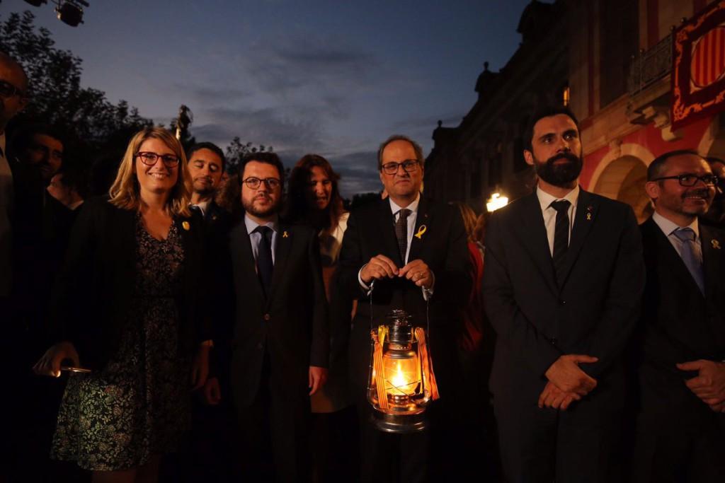 """Torra hace un llamamiento al Pueblo de Catalunya a """"resistir"""" y se compromete a """"hacer efectiva la República"""""""