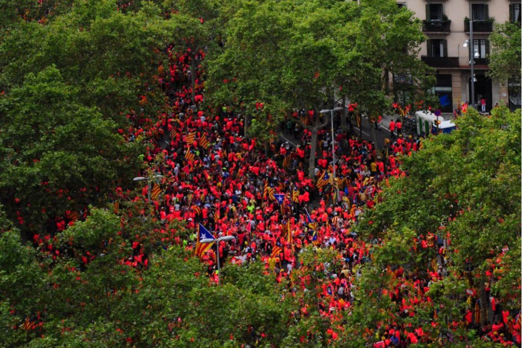 La ola sonora por la independencia: del silencio al grito por la República catalana de un millón de personas