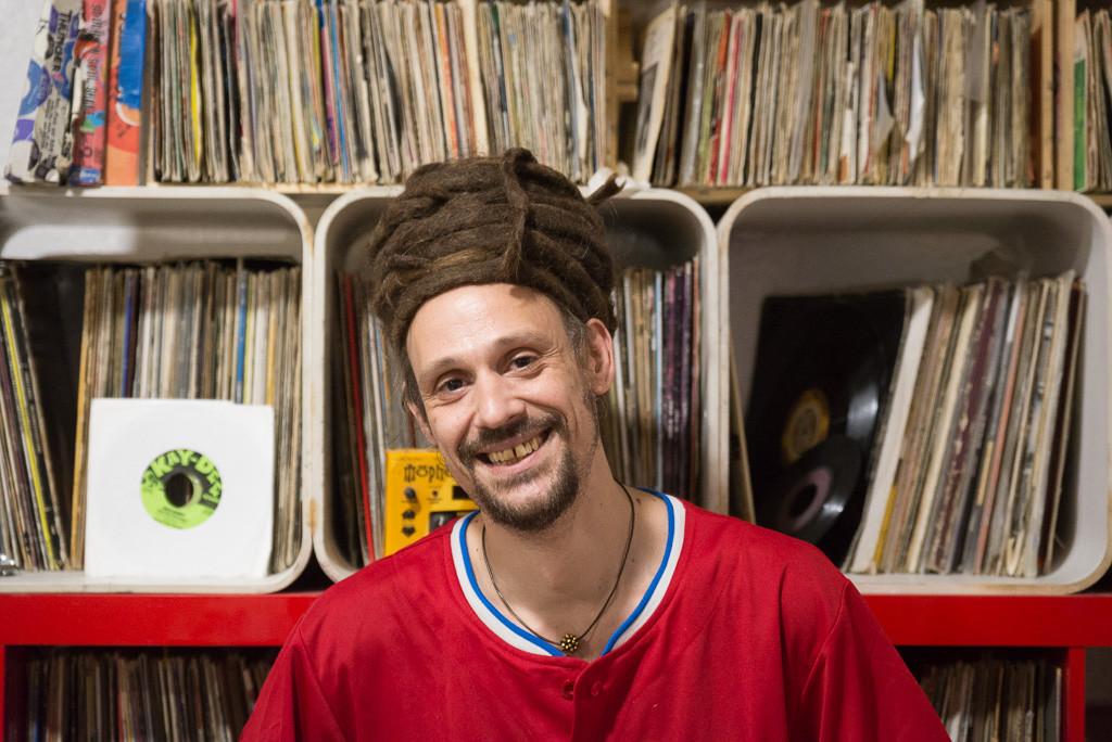 """Mr. Pendejo: """"Hay mucha gente que quiere desligar la política de la música y a mí eso me parece una mierda"""""""