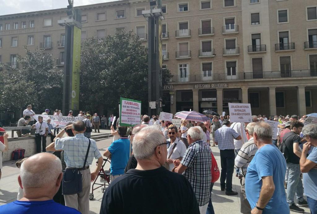 """Cientos de personas salen a la calle en Zaragoza en defensa de las pensiones """"gobierne quien gobierne"""""""