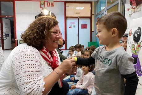 El 112 Aragón reparte 20.000 pulseras identificativas para reforzar la seguridad de niños y niñas en las fiestas del Pilar