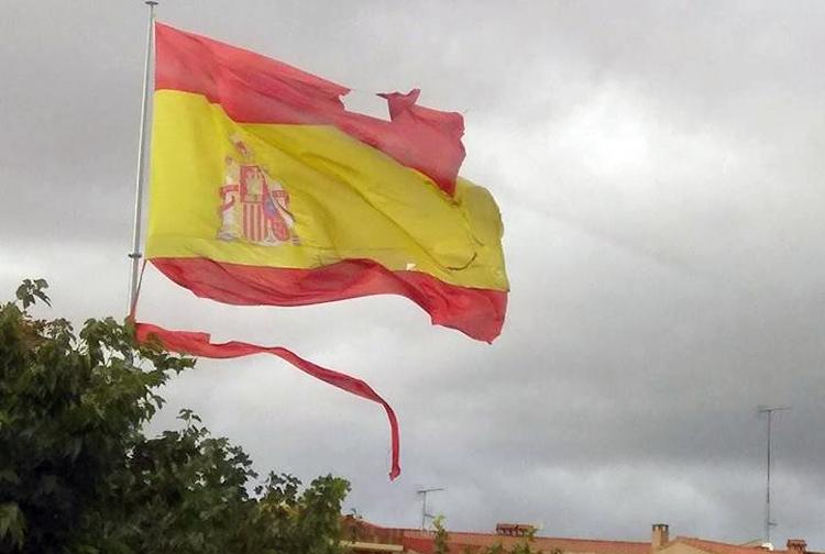 Los 16.000 euros de la bandera que el viento se llevó