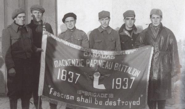 Integrantes del canadiense Mackenzie–Papineau Battalion, popularmente llamados Mac-Paps.