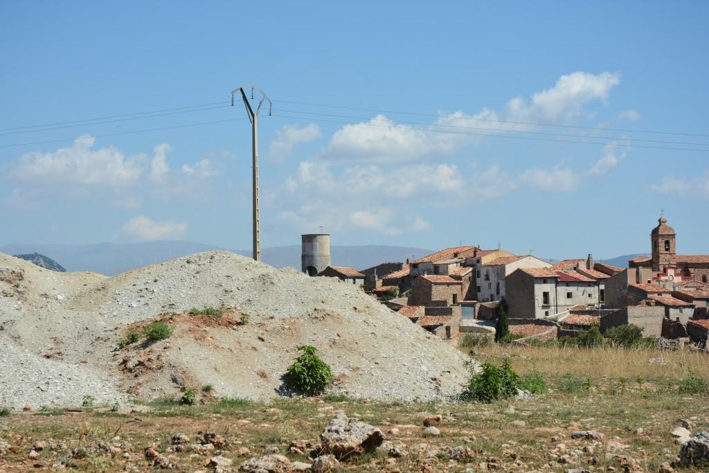 IU pide explicaciones al Gobierno de Aragón ante el depósito de residuos peligrosos junto al casco urbano de Malanquiella