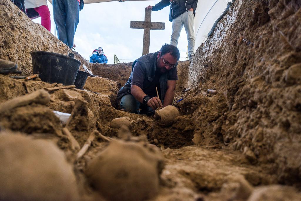 Se encuentran cinco cuerpos en una exhumación en Uesca