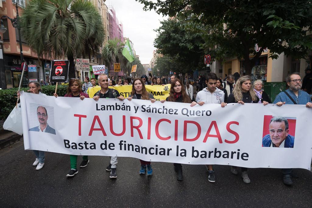 Más de mil personas se manifiestan en Zaragoza contra la tauromaquia