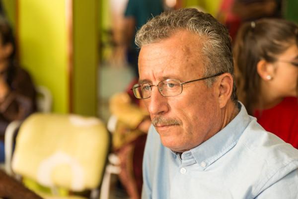 Bassem Tamimi, activista y padre de Ahed Tamimi, durante la entrevista con AraInfo. Foto: Pablo Ibáñez (AraInfo)