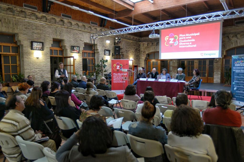 """Zaragoza comienza a elaborar el Plan Municipal para construir """"una ciudad orgullosa de su diversidad y alejada del racismo y la xenofobia"""""""