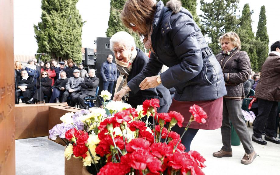 Zuera inaugura un memorial en recuerdo a los 207 fusilados y represaliados durante el franquismo
