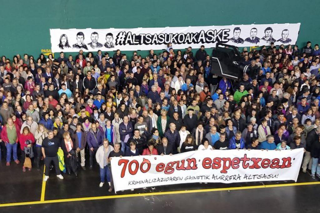 Altsasu recuerda que sus jóvenes llevan más de 700 días en prisión