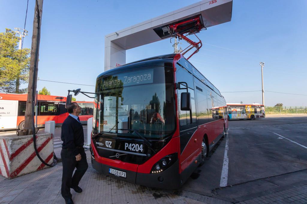 Zonas de Bajas Emisiones: Menos vehículos privados y más transporte colectivo que piense en los desplazamientos familiares
