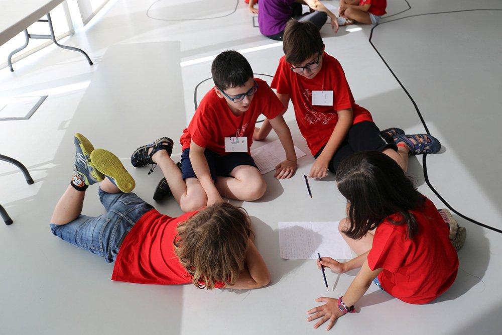 Etopia Kids organiza dos talleres para que niños y niñas pasen un día de fiesta lleno de diseño, programación y fabricación