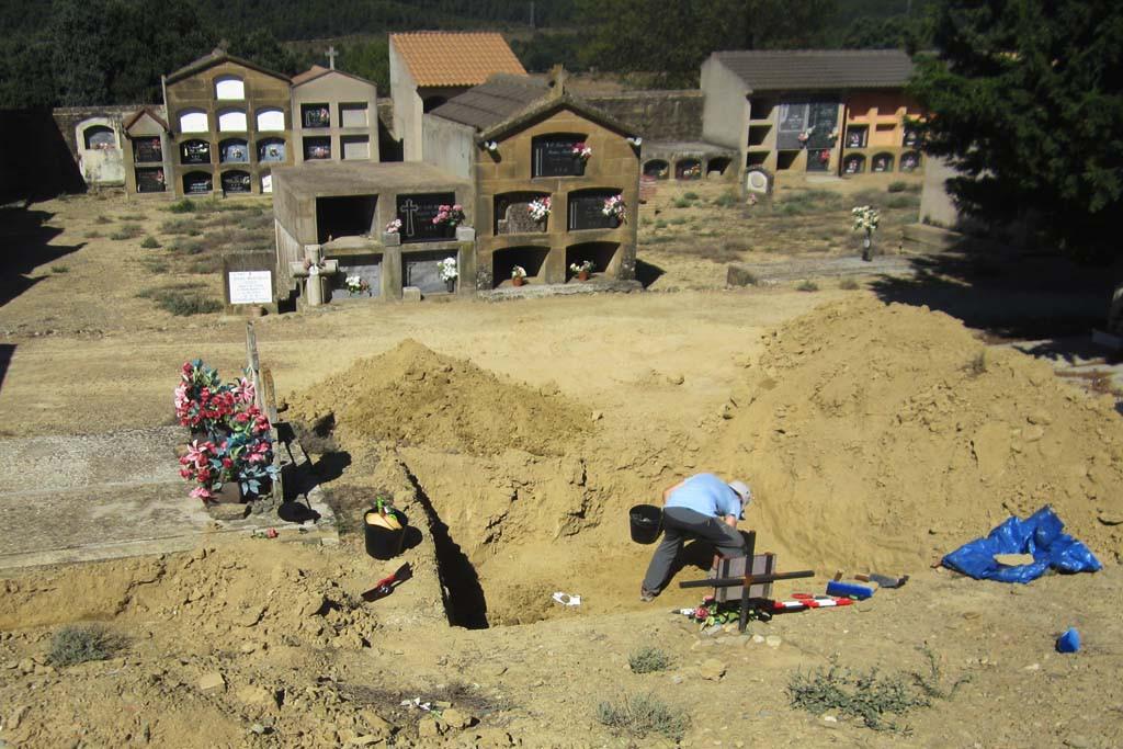 Imagen de los trabajos en el cementerio de Biscarrués. Foto: Hugo Chautón Pérez.