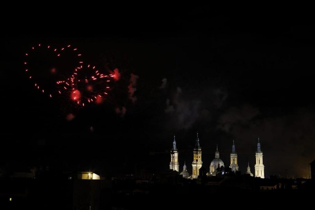 Los fuegos artificiales y la traca final vencen al mal tiempo y ponen el cierre a los Pilares 2018