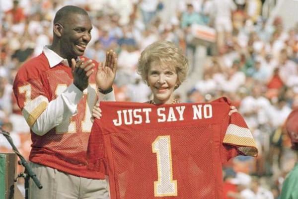 """Nancy Reagan, la cara visible del lanzamiento en los 80s de la campaña """"Simplemente, di NO""""."""