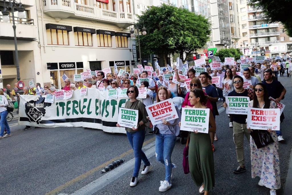 50.000 personas se manifiestan en València reclamando el Cantábrico-Mediterráneo