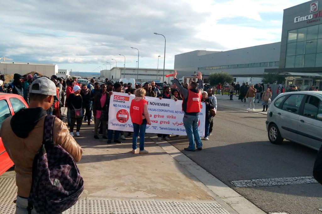 La huelga en la empresa cárnica Vall Companys consigue el paro total