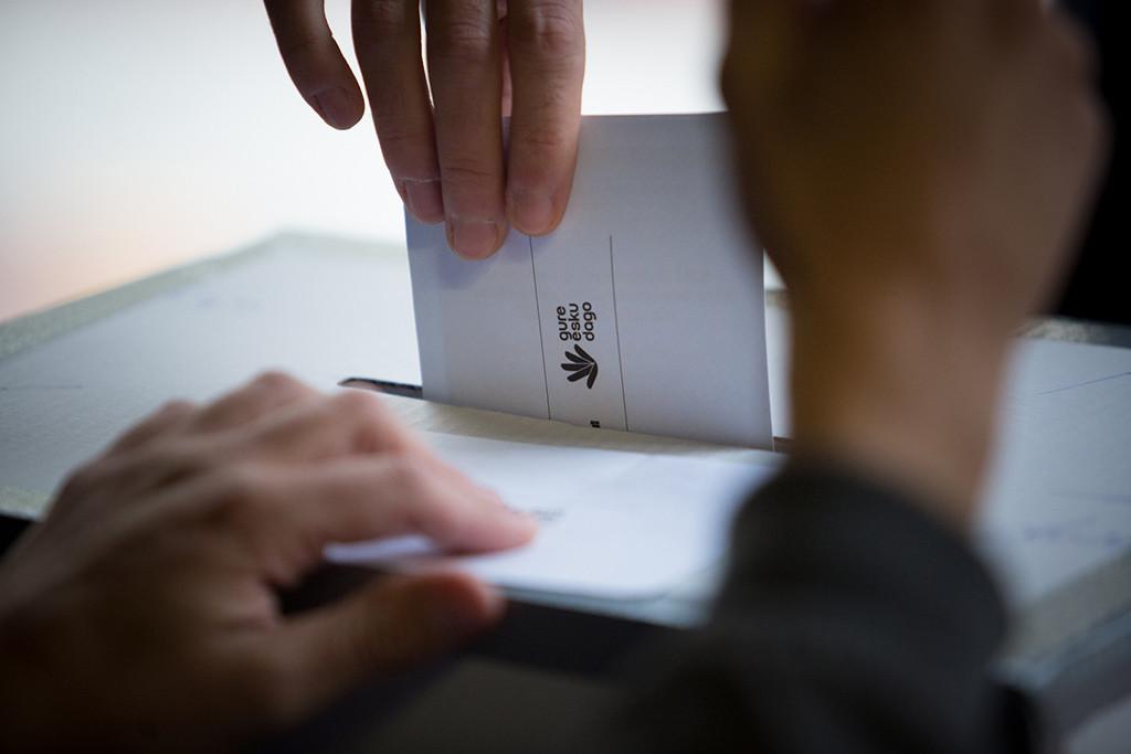 Votaciones en Donostia de la dinámica Gure Esku Dago. Foto: Ekaitz Zilarmendi (CC BY-SA 2.0)
