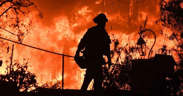 Los incendios en California dejan hasta el momento 63 personas muertas y más de 600 desaparecidas