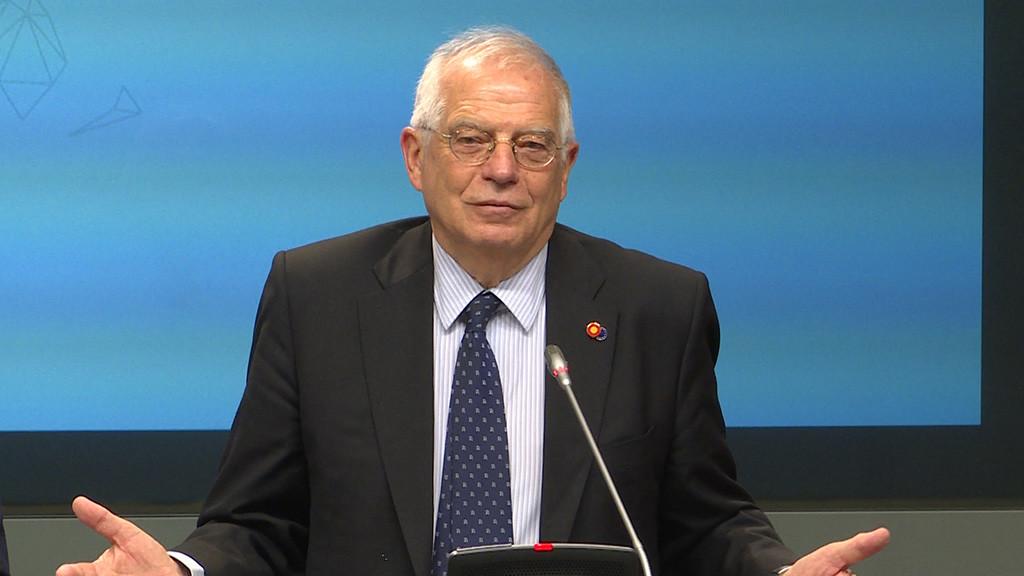 Borrell banaliza el exterminio de indígenas en EEUU: «Lo único que hicieron era matar a cuatro indios»