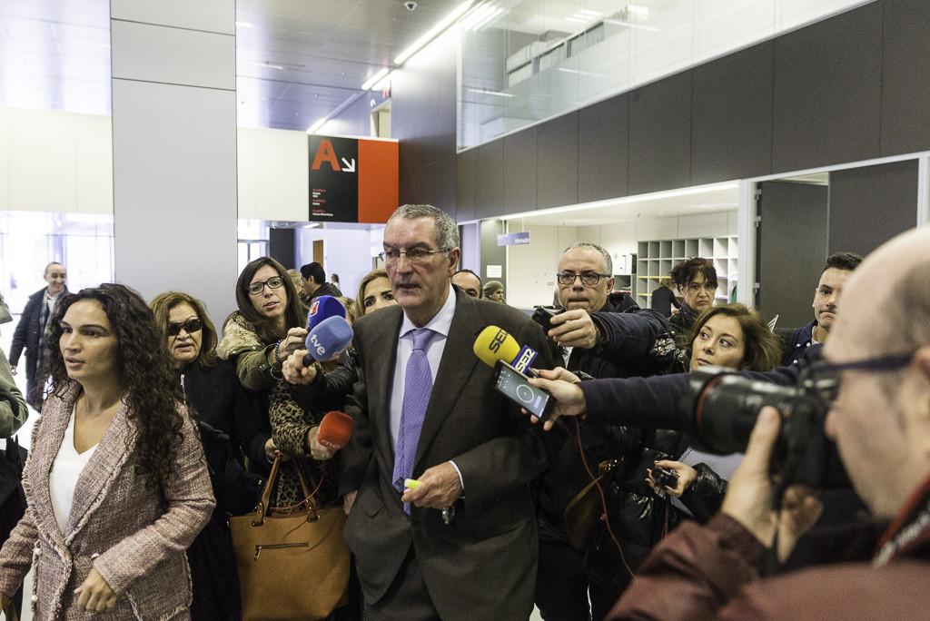 Ricardo García Becerril entrando a los juzgados. Foto: Pablo Ibáñez (AraInfo).