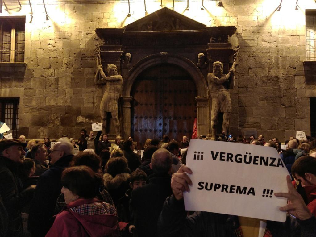 Miles de personas se concentran en 80 ciudades contra la «marcha atrás» del Supremo y fallar a favor del sector financiero