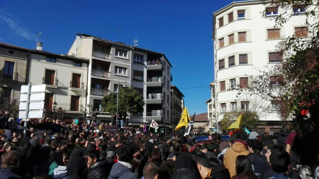 El acto organizado por 'España Ciudadana' se encuentra con el masivo rechazo del pueblo de Altsasu